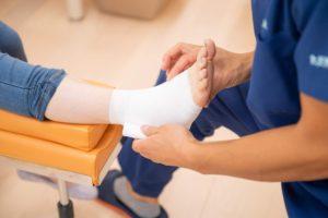 捻挫の包帯固定の写真